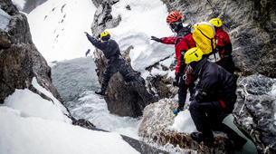 Canyoning-Hautes-Pyrénées-Canyon Hivernal / Ice Canyoning dans les Pyrénées-1