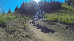 Vélo de Descente-Alpe d'Huez Grand Domaine-Stage de VTT de Descente à l'Alpe d'Huez-1