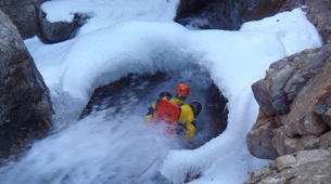 Canyoning-Hautes-Pyrénées-Canyon Hivernal / Ice Canyoning de l'Ossoue (Aval) dans les Hautes Pyrénées-6