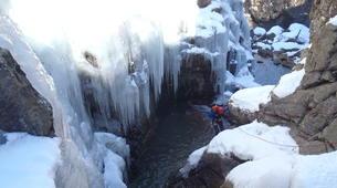 Canyoning-Hautes-Pyrénées-Canyon Hivernal / Ice Canyoning de l'Ossoue (Aval) dans les Hautes Pyrénées-5
