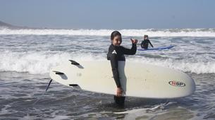 Surfing-Caleta de Famara, Lanzarote-Beginner surfing course in Caleta de Famara, Lanzarote-12
