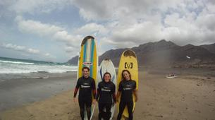 Surfing-Caleta de Famara, Lanzarote-Beginner surfing course in Caleta de Famara, Lanzarote-1