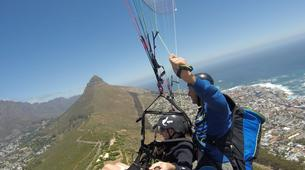 Parapente-Le Cap-Tandem paragliding flight in Lion's Head in Cape Town-3
