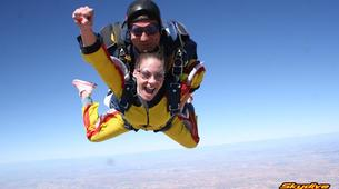 Skydiving-Madrid-Tandem skydive from 4000 metres near Madrid-1