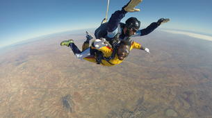 Skydiving-Madrid-Tandem skydive from 4000 metres near Madrid-15