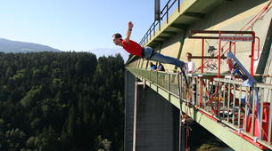 Saut à l'élastique-Klagenfurt-Bungy jumping from the Jauntal bridge (96 m.) in Austria-5