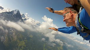 Skydiving-Interlaken-Tandem helicopter skydive over Interlaken or Lauterbrunnen-3