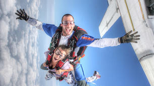 Parachutisme-Narbonne-Saut en parachute tandem à Lézignan-Corbières, près de Narbonne-1
