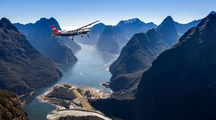 Scenic Flights-Queenstown-Milford Sound hike & flight from Queenstown-3