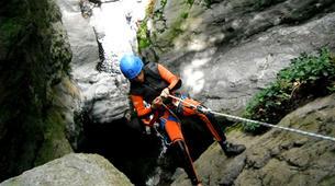 Canyoning-Prades-Canyoning hivernal en eau chaude dans les Pyrénées Catalanes-3