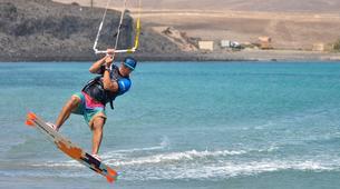 Kitesurfing-Costa Calma, Fuerteventura-Beginner kitesurfing courses in Matas Bay in Costa Calma, Fuerteventura-2