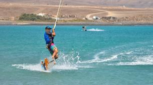 Kitesurfing-Costa Calma, Fuerteventura-Beginner kitesurfing courses in Matas Bay in Costa Calma, Fuerteventura-4