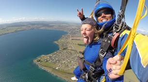 Skydiving-Taupo-Tandem skydive (15,000 ft) over Taupo-2