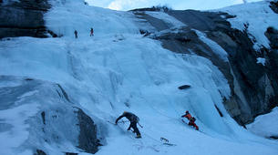 Ice Climbing-Großglockner-Beginner ice climbing course in Tauer near Lienz-4