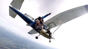 Skydiving-Boxberg-Tandem skydive between Stuttgart and Würzburg-1