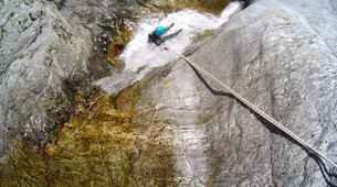Canyoning-Thuès-Entre-Valls-Canyon d'Eaux Chaudes de Thuès dans les Pyrénées Orientales-4