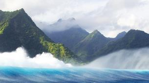 Surf-Tahiti-Observation en bateau de la vague de Teahupoo à Tahiti-2