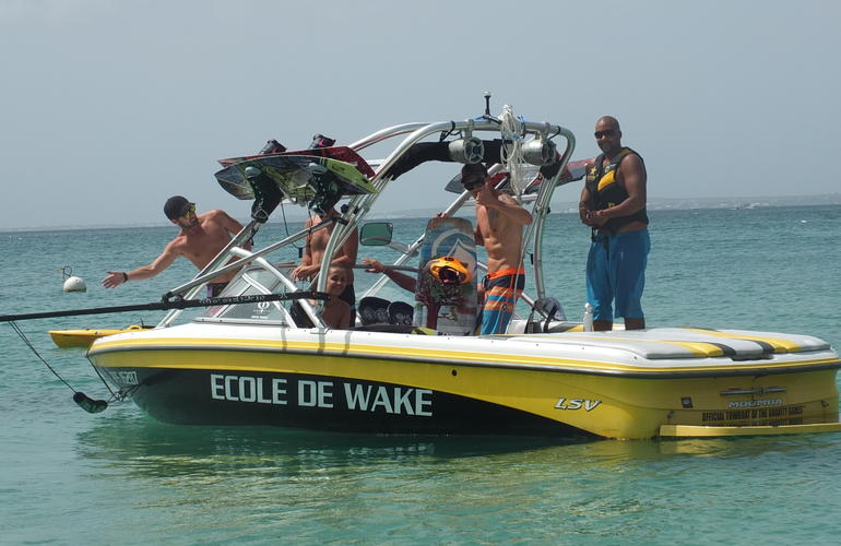 Wakeboarding and wakesurfing boat sessions in St Martin