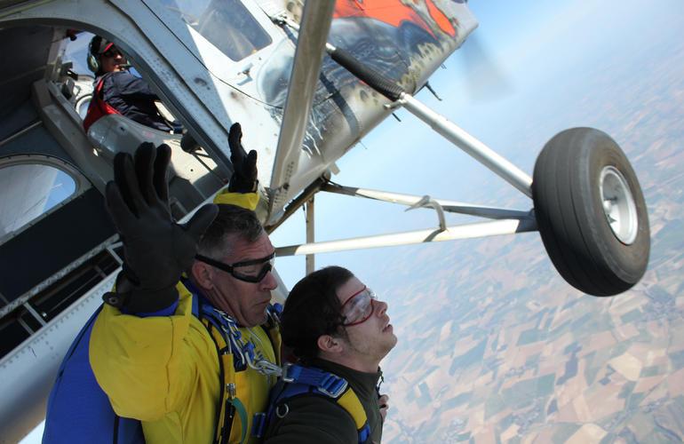 Tandem Skydive In Peronne  Near Paris