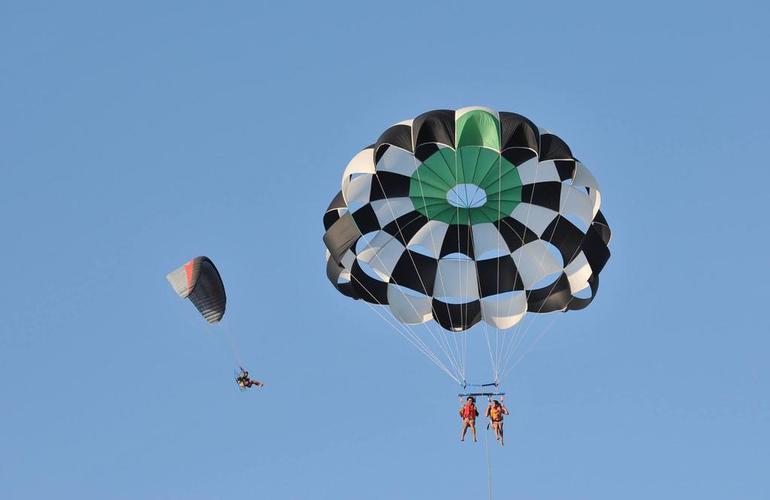 Parachute ascensionnel Santorin Grèce