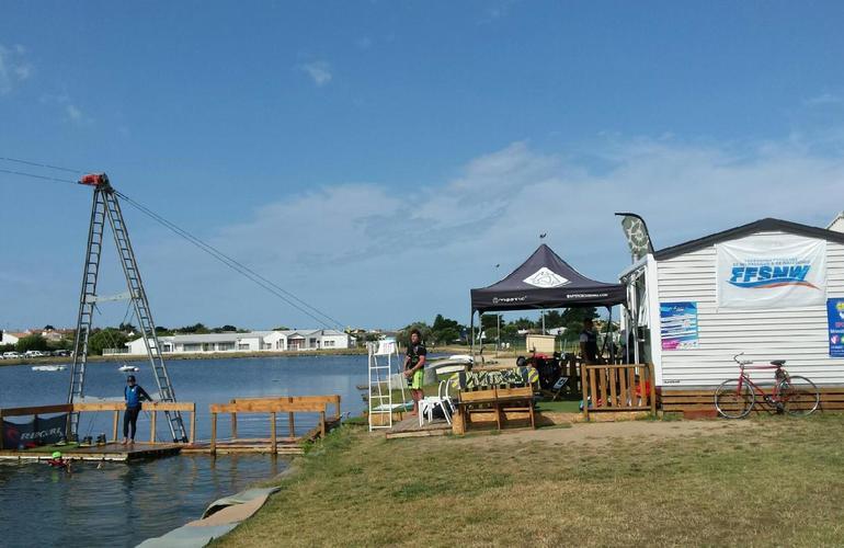 session wakeboard sur cable 2 0 bi poulies sur le lac d 39 apremont vend e. Black Bedroom Furniture Sets. Home Design Ideas