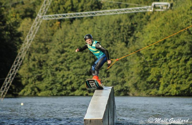 wakeboarding session 5 towers cable in dordogne. Black Bedroom Furniture Sets. Home Design Ideas