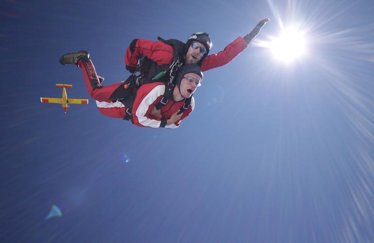 saut en parachute skydive adrenaline hunter
