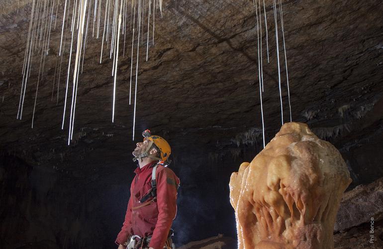 Excursion familiale dans les grottes de siech tarascon - Office de tourisme tarascon sur ariege ...