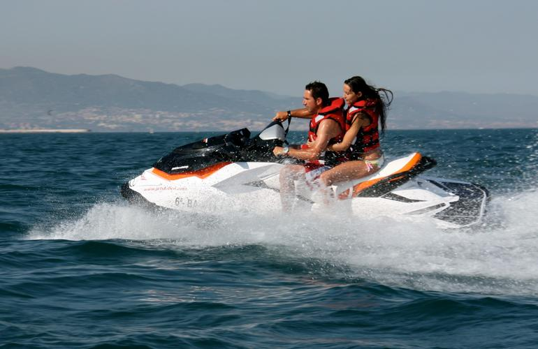randonn es en jet ski barcelone. Black Bedroom Furniture Sets. Home Design Ideas