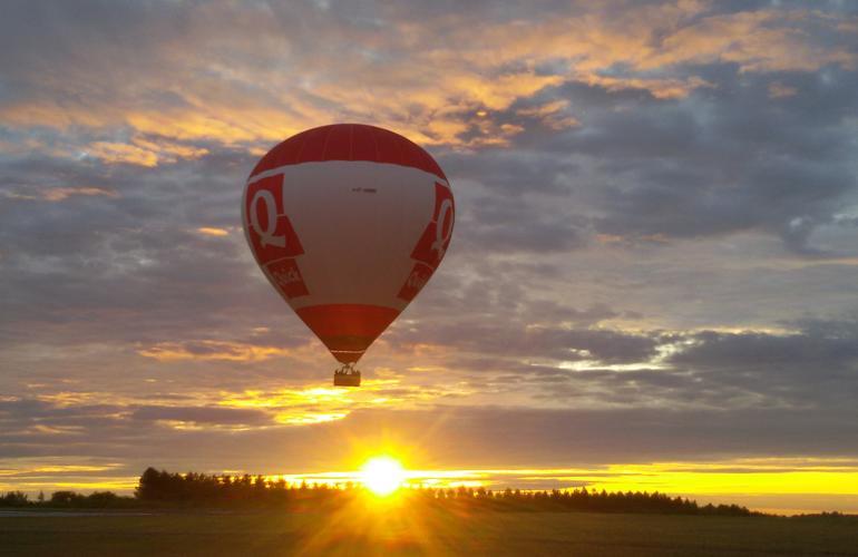 Vol montgolfière au-dessus de la Vienne (France)