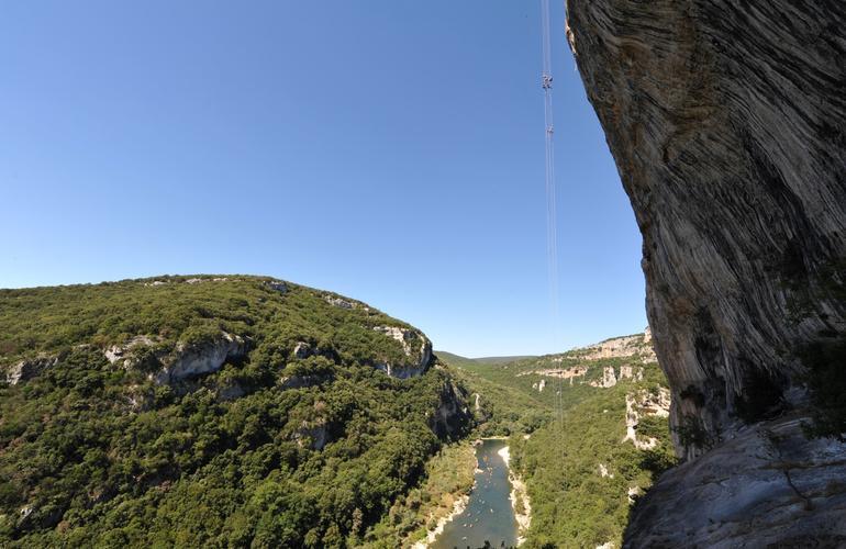Rappel Géant de 180 mètres dans les Gorges de l'Ardèche