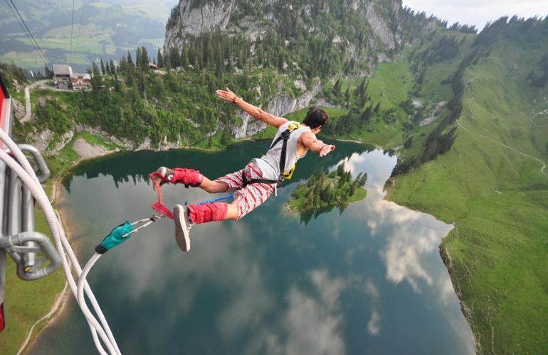 Saut à l'élastique Interlaken Suisse