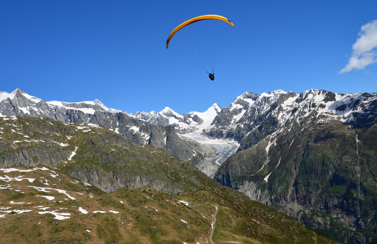 Tandem paragliding in Fiesch over the Aletsch Glacier