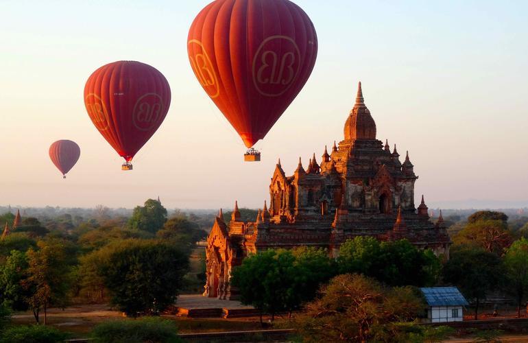 Vol en montgolfière à Bagan (Birmanie)