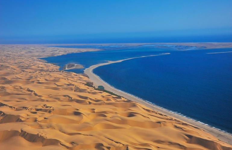 Skeleton Coast Namibia >> Scenic flight over Namib Desert, from Swakopmund