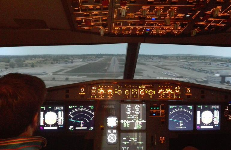Airbus A320 Professional Flight Simulator Experience for Pilots near