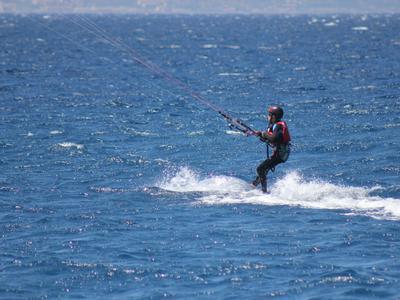 Kitesurfing: Kitesurfing lessons for beginners in Punta Pellaro