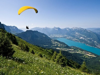 Tandem paragliding flight over Annecy's Lake