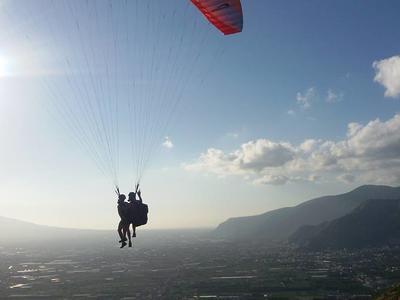 Tandem paragliding flight in Capaccio-Paestum near the Amalfi Coast