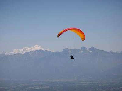 Tandem paragliding flight over Saint Hilaire du Touvet in Grenoble