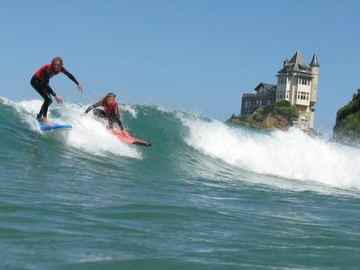 Surfing lessons and courses in Biarritz