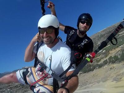Tandem paragliding flight in Heraklion, Crete