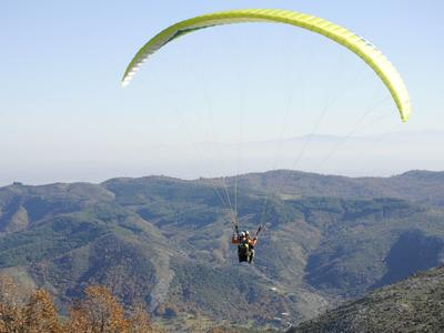 Tandem paragliding flight in Plastiras lake