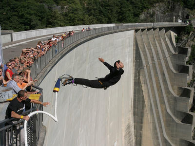 Bungee jumping from the Verzasca Dam (220 m.)