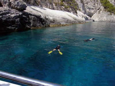Snorkelling boat trip in Zakynthos